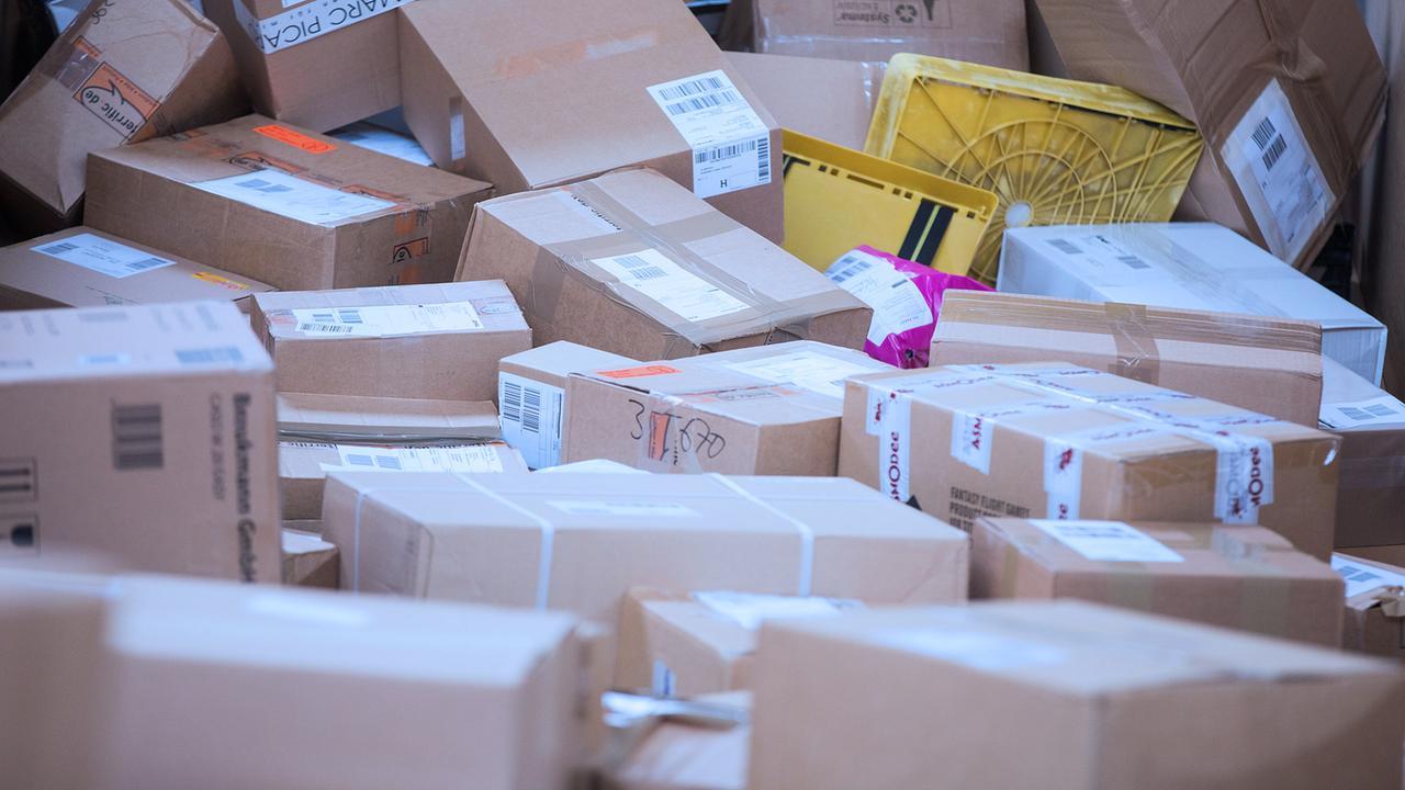 paketflut zur weihnachtszeit jedes jahr rekordmengen. Black Bedroom Furniture Sets. Home Design Ideas