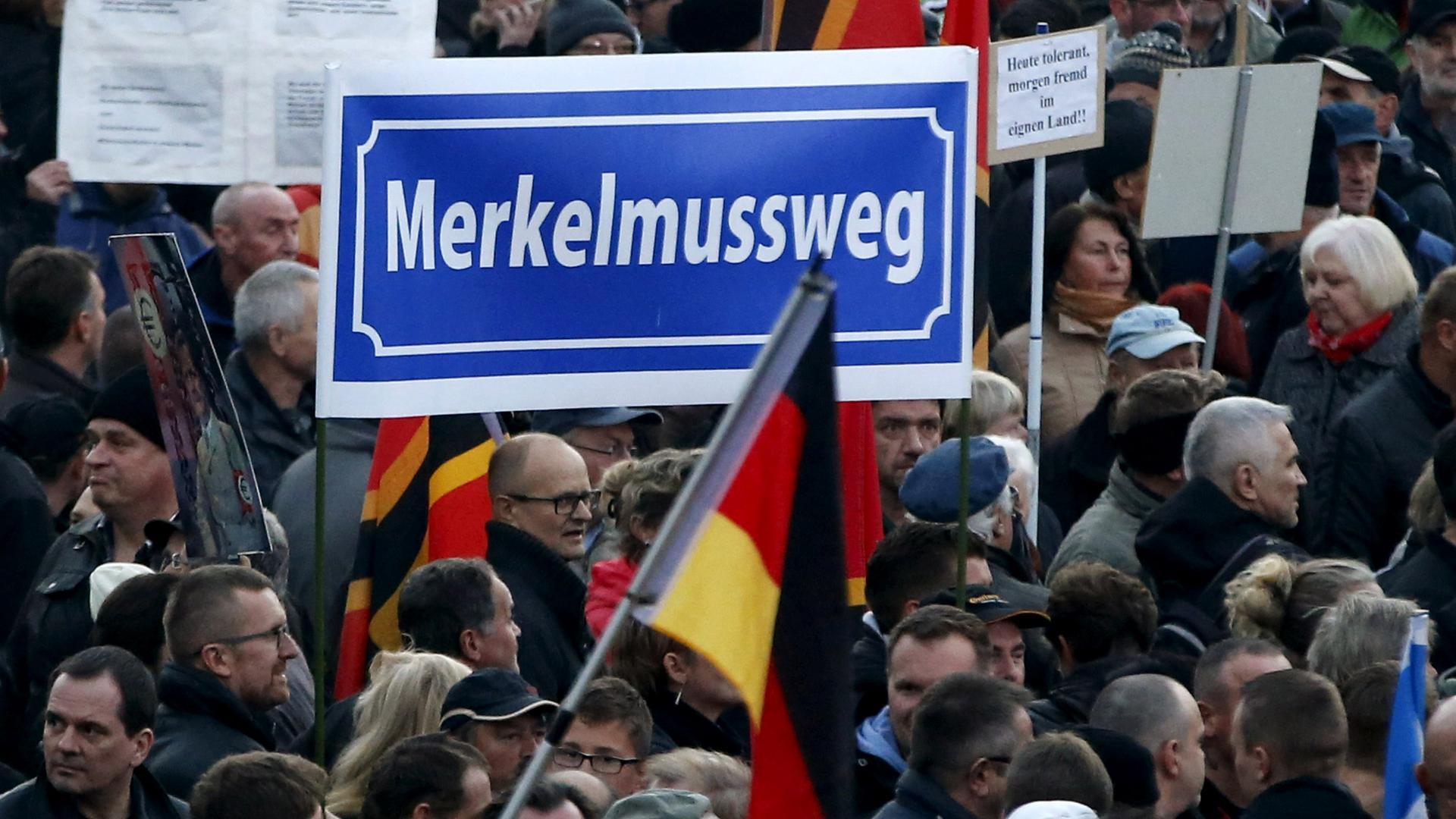 Kanzlerin In Dresden Warum Es Merkel In Sachsen So Schwer Hat