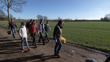eine Gruppe privater Müllsammler in Kiel