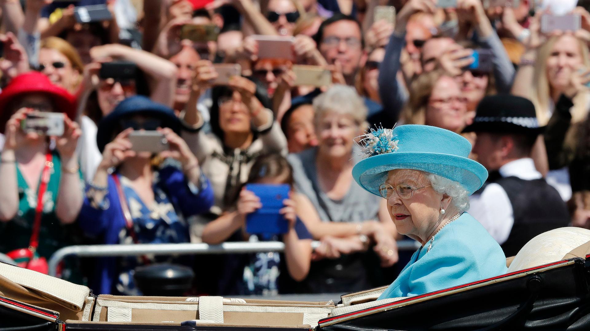 Nachrichten | heute - Queen feiert 92. Geburtstag. Queen Elisabeth II. ...