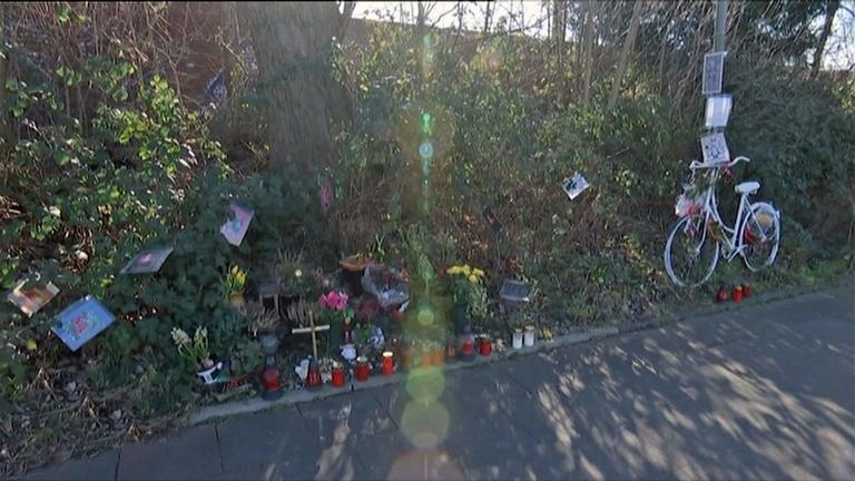 Gedenkstätte eines Opfers von Rasern.