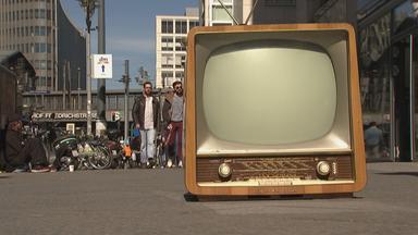 Fernseher auf Gehweg