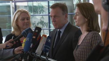Manuela Schwesig, Thomas Oppermann und Katarina Barley (r.)