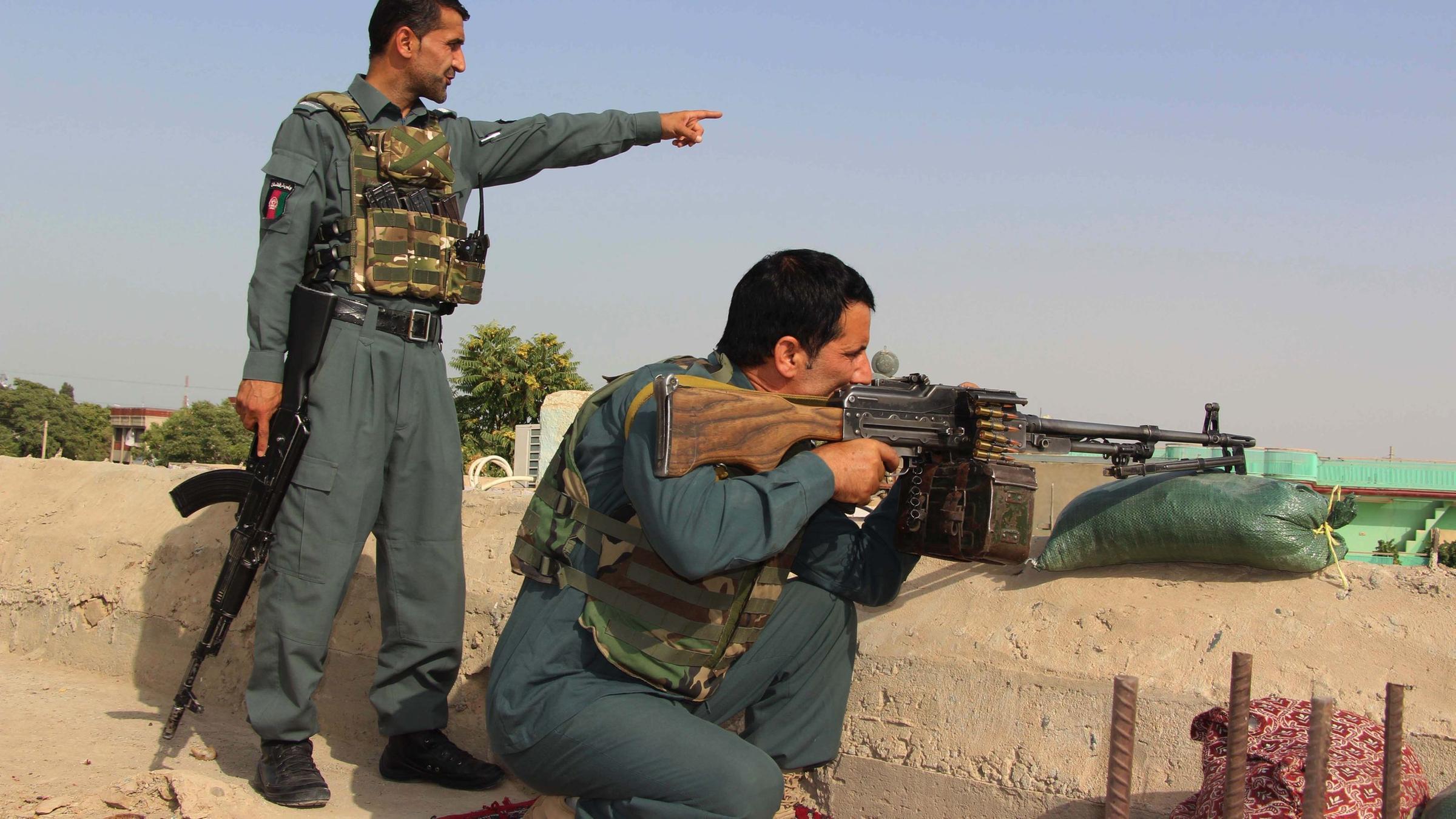 Afghanistan Taliban Erobern Uber Die Halfte Der Bezirke Zdfheute