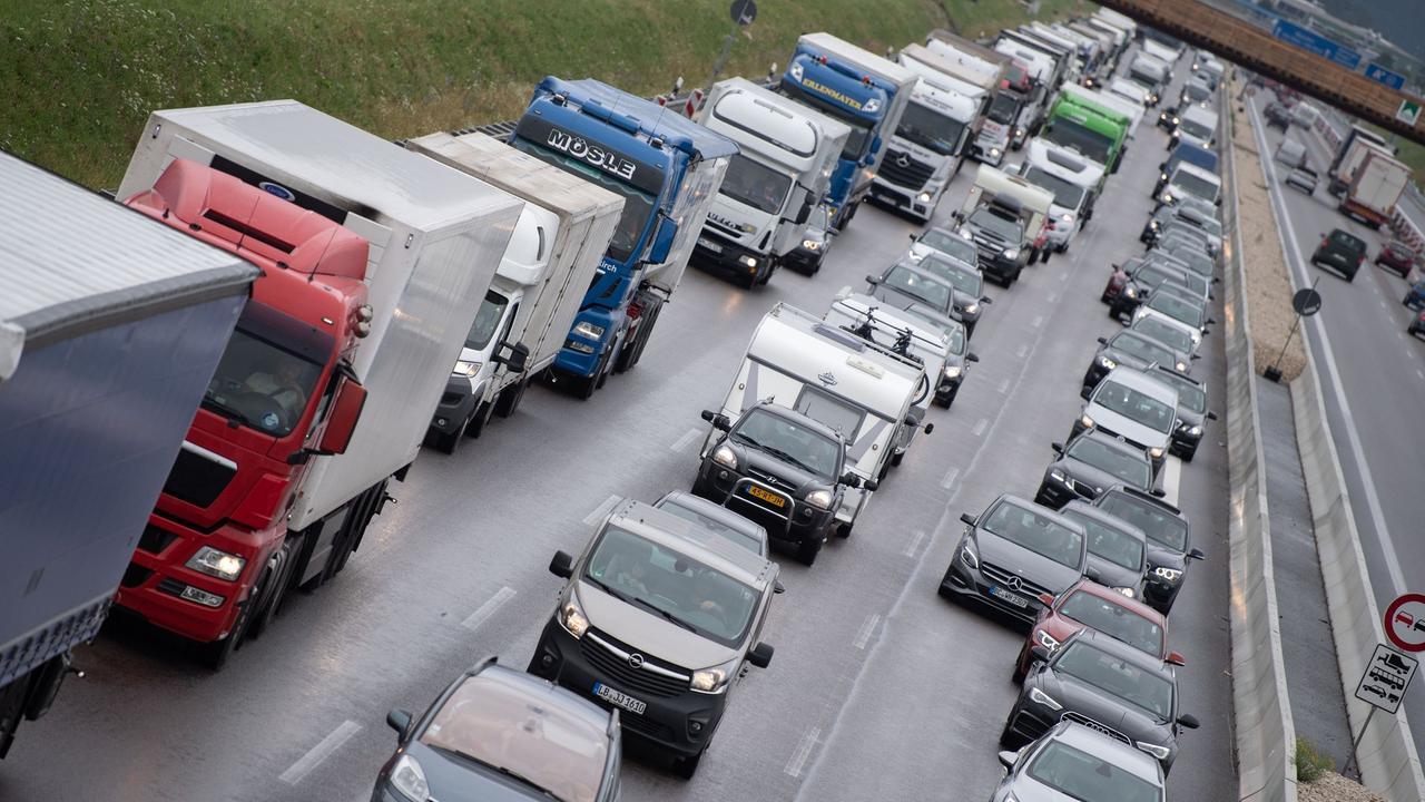 Für Autos mit hohem CO2-Ausstoß: Kfz-Steuer steigt ab 2021 ...