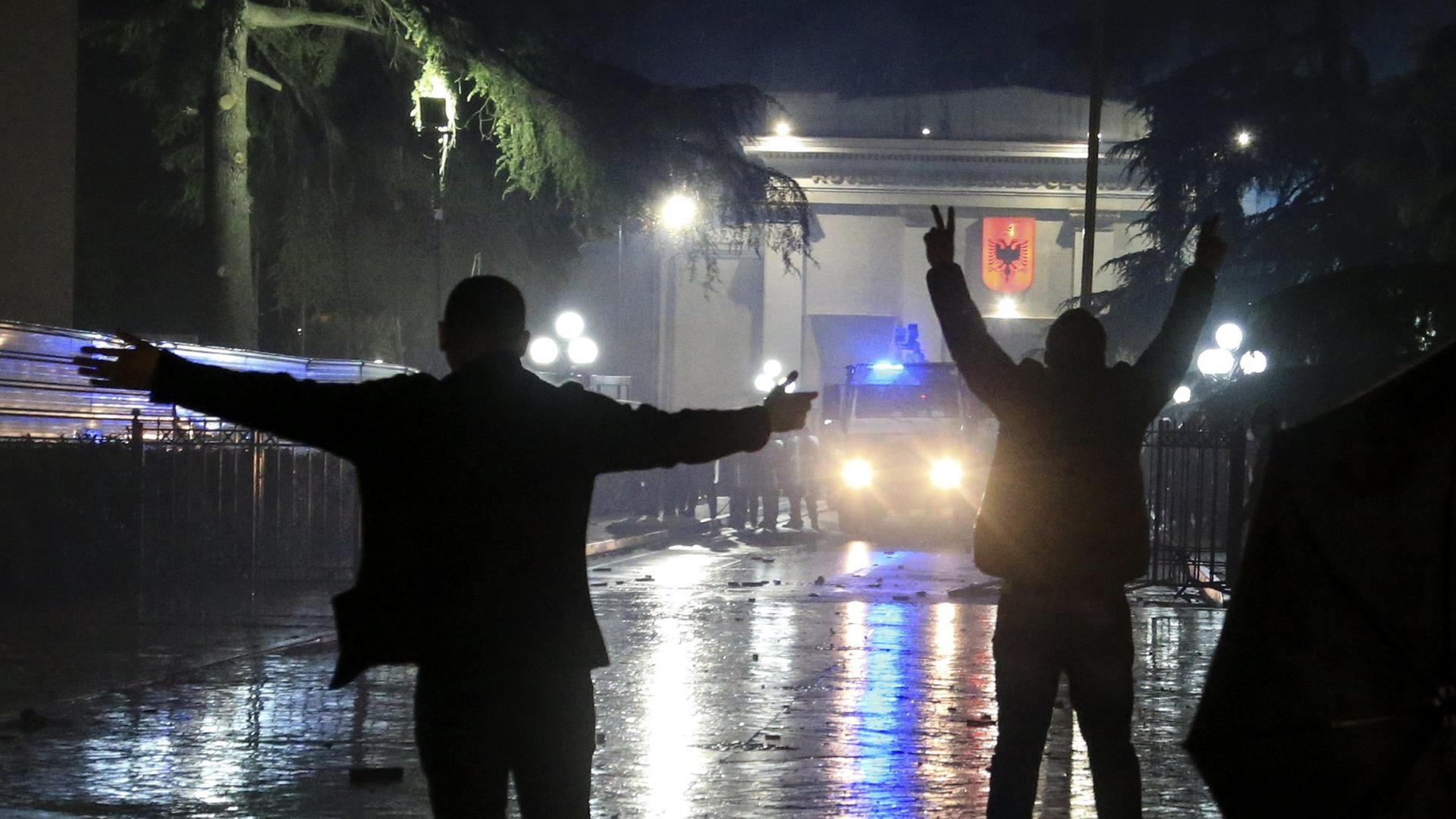 Demonstranten und Polizei prallten in Tirana aufeinander.