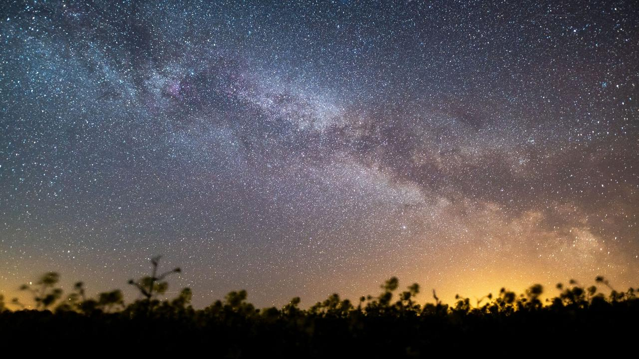 Sternschnuppen am Nachthimmel  Viele Wünsche frei Die Aquariden ...