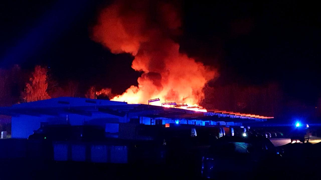 Alsfeld in Hessen: Brand in Briefzentrum - ZDFheute