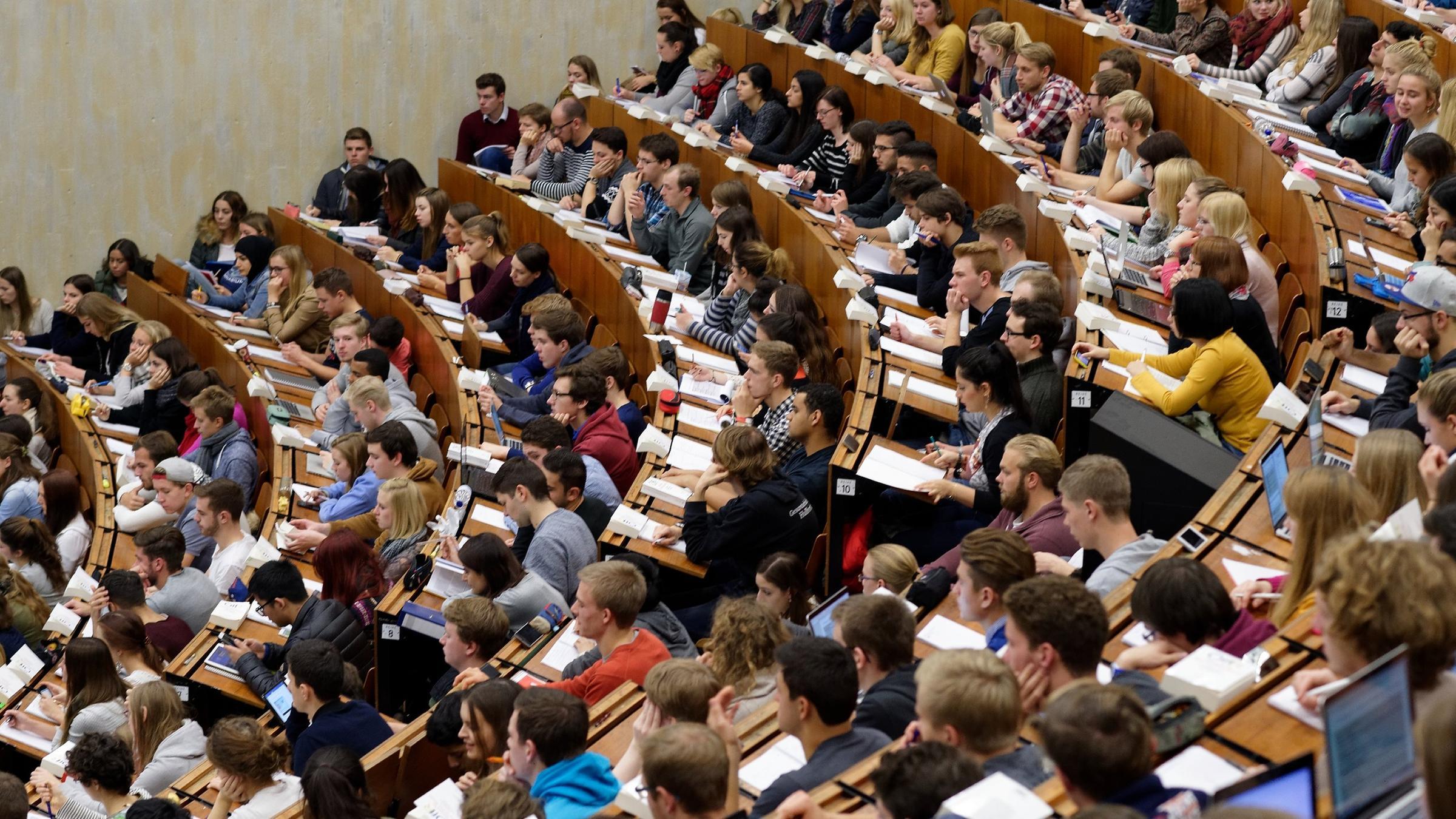 Dusseldorfer Tabelle Unterhalt Fur Studenten Steigt Deutlich Zdfheute