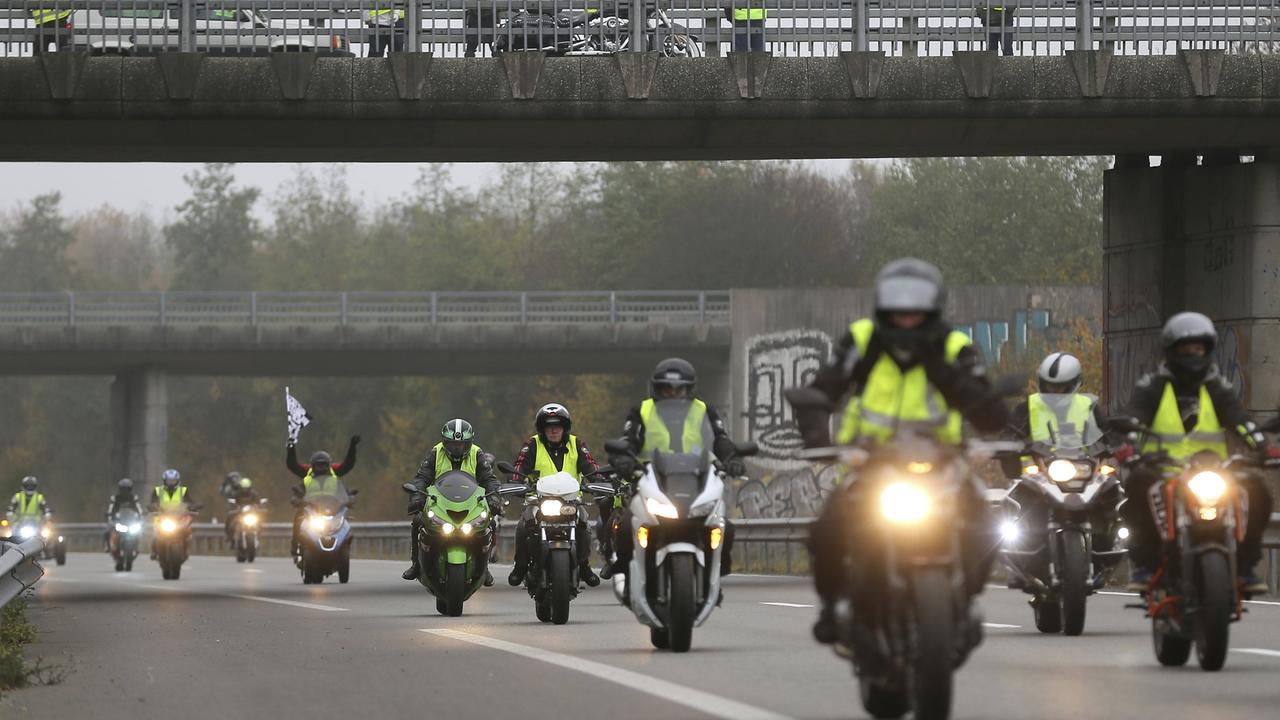 """Autobahn blockiert: """"Gelbwesten""""-Protest in Belgien"""