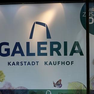 8ae3001d7b René Benko übernimmt Kontrolle: Karstadt-Kaufhof in einer Hand: Was das  bedeutet - ZDFmediathek