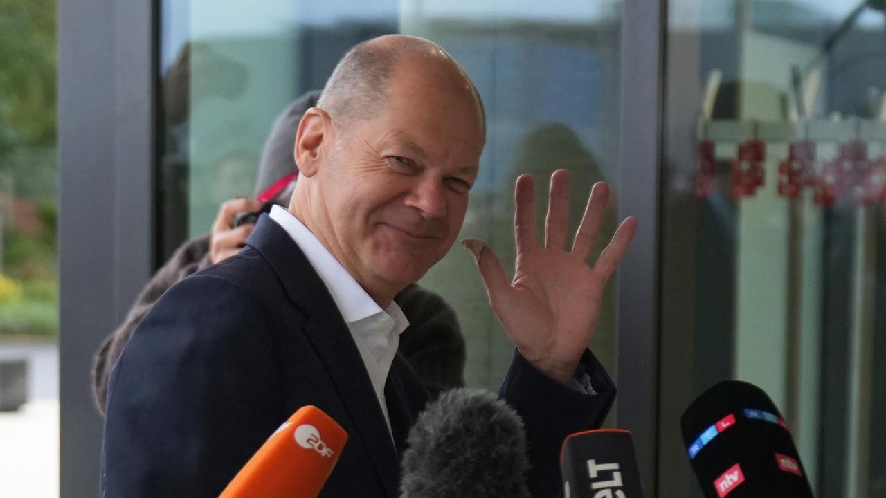 Mehrheit für Kanzler Scholz - Union verliert