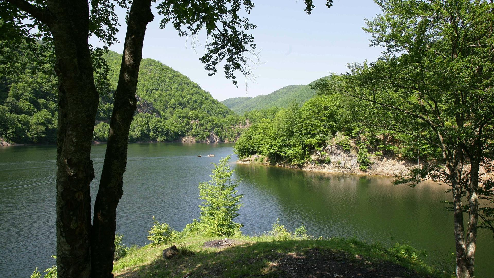 Wald- und Seengebiet bei Cluj-Napoca (Klausenburg) in Rumänien.