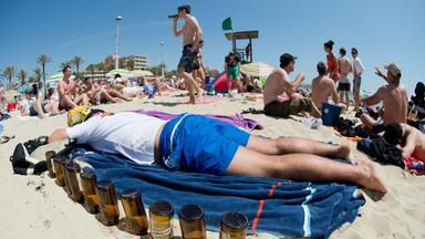 Betrunkener Tourist auf Mallorca