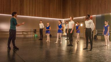 Find Me In Paris - Tanz Durch Die Zeit - Find Me In Paris: Training Total