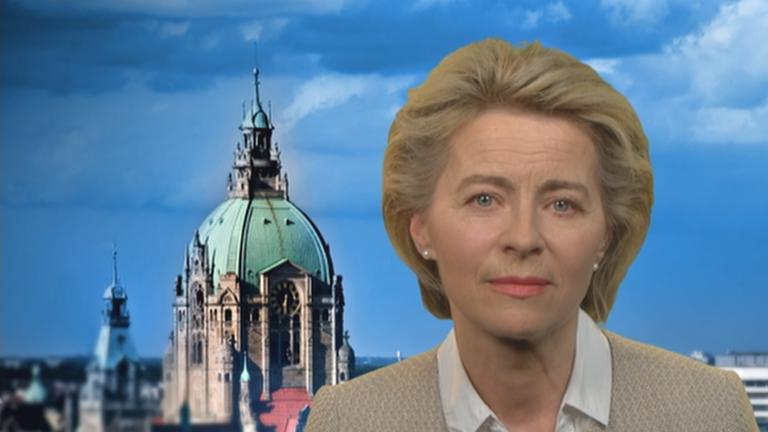 Bundesverteidigungsministerin Ursula von der Leyen (CDU) im Berlin-direkt-Interview