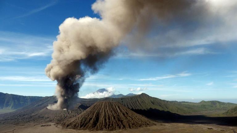 Wilder Planet (1/3): Vulkane - ZDFmediathek