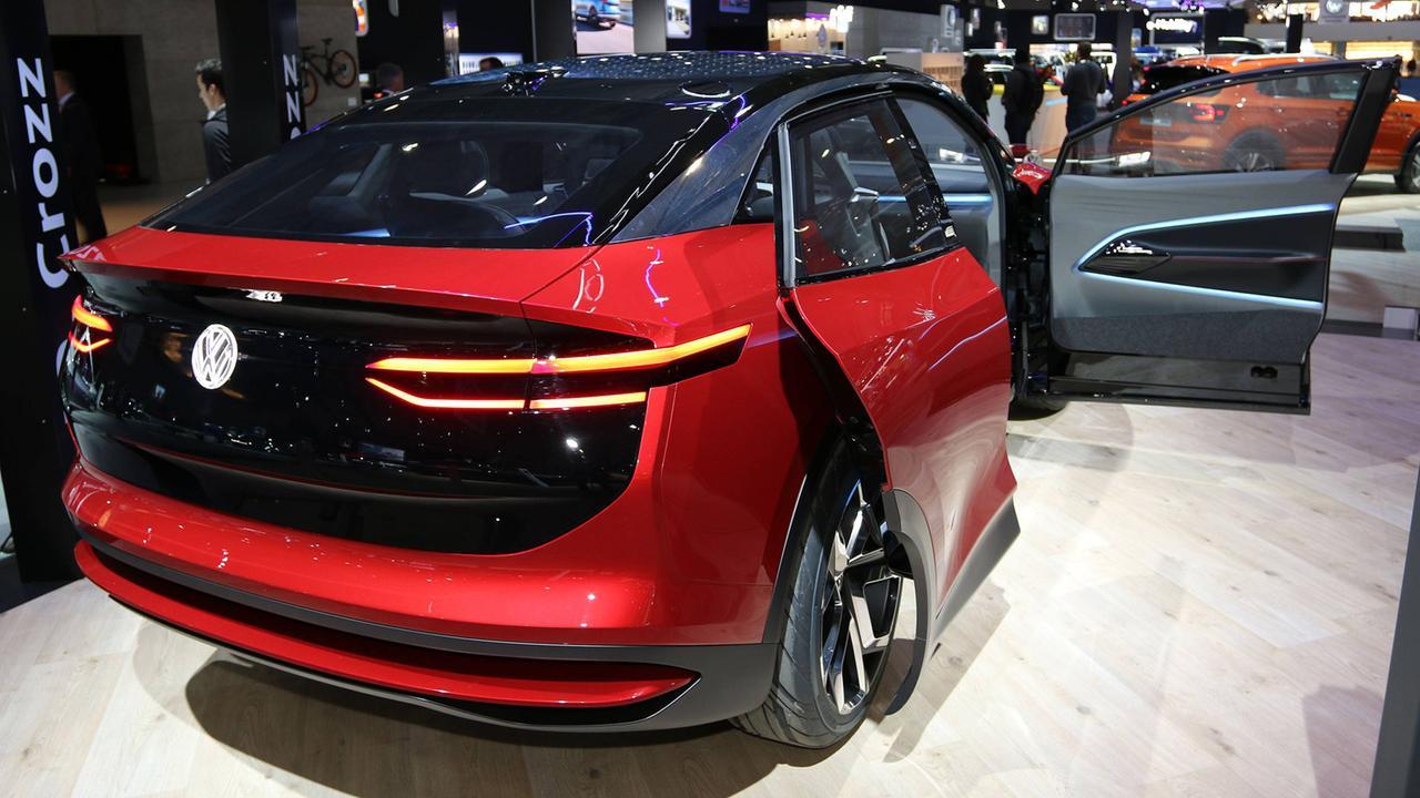 VW setzt voll auf elektrisch: Volkswagen fährt auf Risiko ...