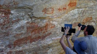 Wissenschaftler fotografieren Wandbilder in Brasilien